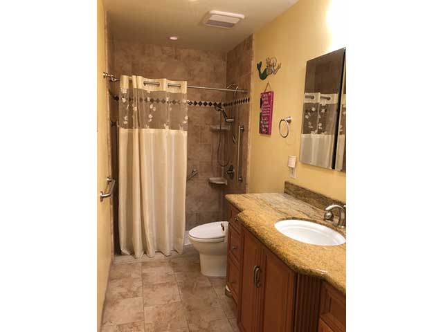 nobleliving_eldercarehome_decantureSt_bathroom1