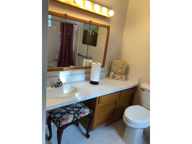 nobleliving_eldercarehome_decantureSt_bathroom2