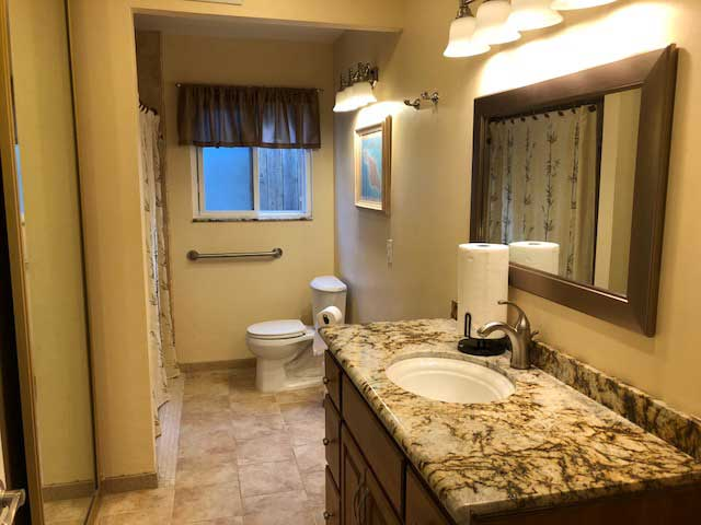 nobleliving_eldercarehome_decantureSt_restroom1