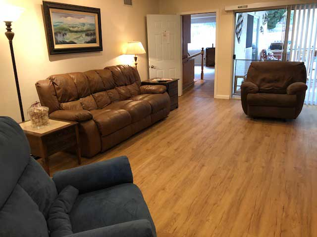 nobleliving_eldercarehome_decanturest_livingroom3