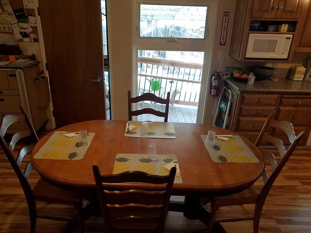 nobleliving_eldercarehome_joancourt_diningroom